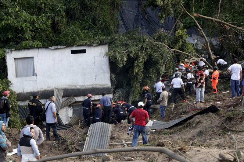 Ít nhất 30 người thiệt mạng, 600 mất tích sau vụ lở đất lớn ở Guatemala - Ảnh 1