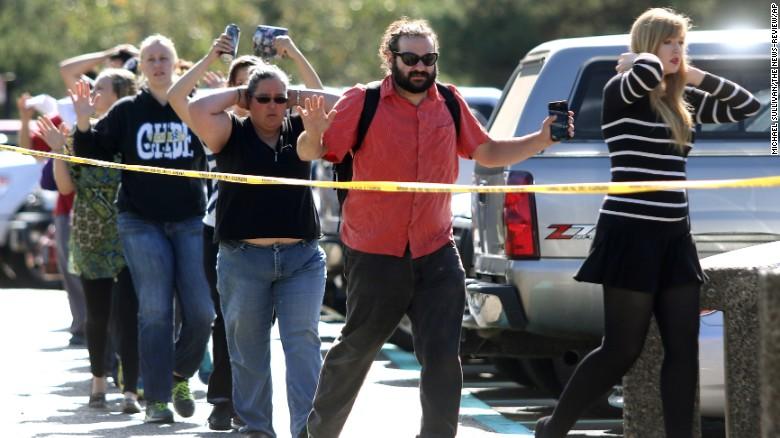 Mỹ: 294 vụ thảm sát bằng súng năm 2015, mua súng dễ hơn mua một chai bia - Ảnh 4