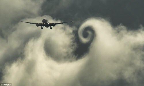 Máy bay chở khách vẽ trái tim bằng mây tuyệt đẹp  - Ảnh 1
