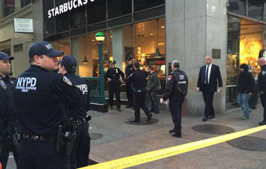 Mỹ: Nổ súng ngay tại trung tâm New York, 3 người thương vong - Ảnh 1