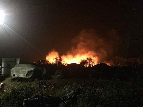 Cháy lớn tại trại tị nạn Pháp sau vài giờ xảy ra vụ khủng bố Paris - Ảnh 2