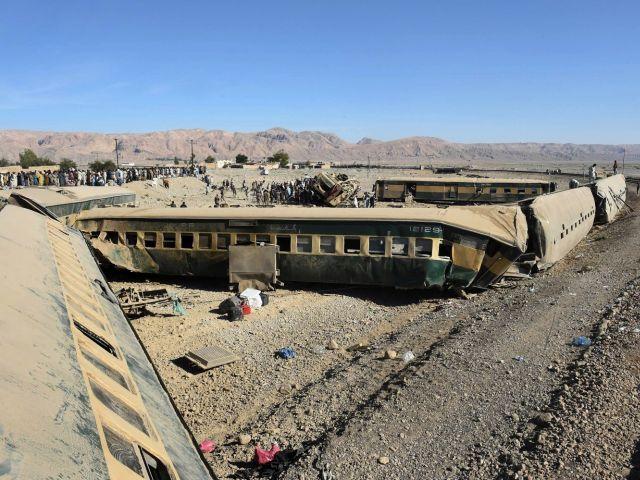 Parkistan: Tàu hỏa trật bánh, ít nhất 167 người thương vong - Ảnh 1