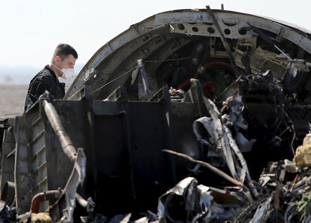 Chuyên gia Nga: Chiếc máy bay xấu số chở 224 người vỡ trước khi rơi  - Ảnh 1