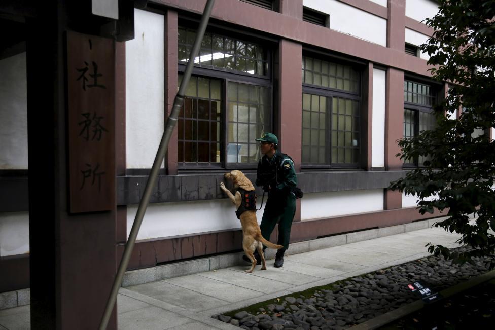 Nổ bom rung chuyển ngôi đền gây tranh cãi ở Nhật Bản  - Ảnh 3