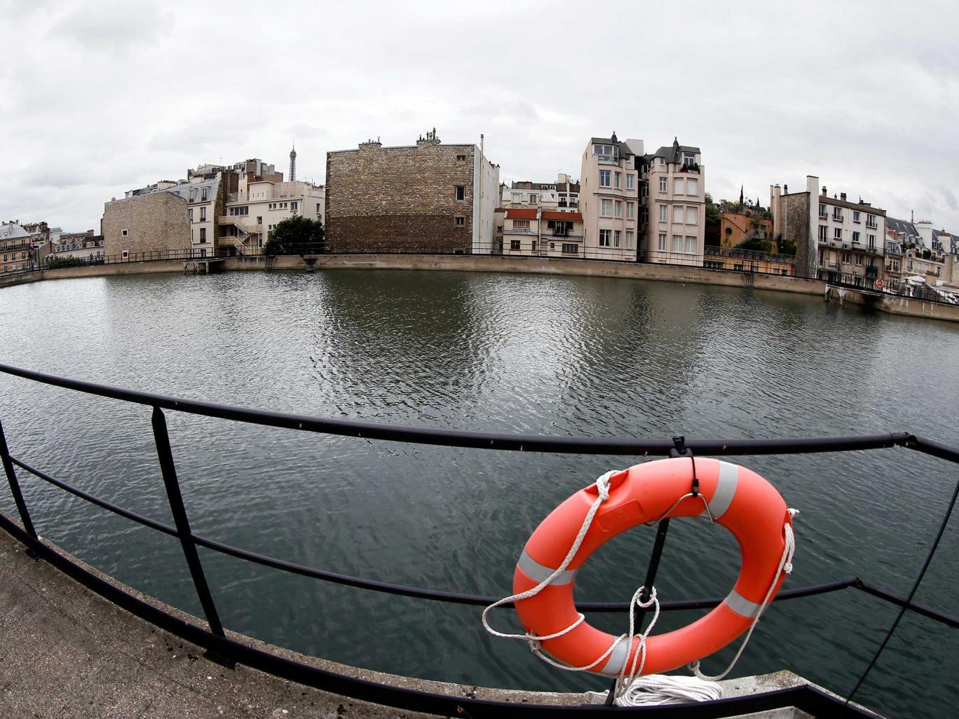 Vụ khủng bố Paris: Pháp lo ngại IS đầu độc nguồn nước - Ảnh 1