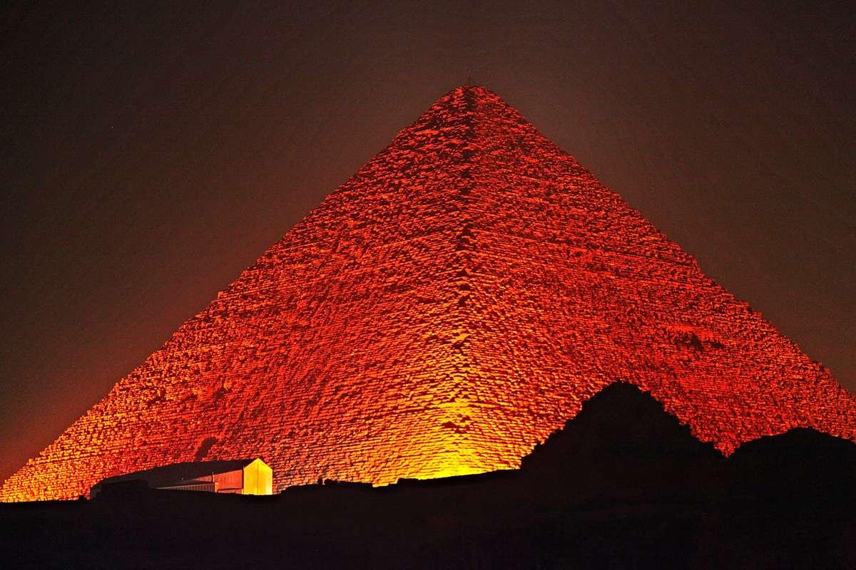 Sử dụng chiến đấu cơ để khám phá những căn phòng bí ẩn của Kim tự tháp - Ảnh 1
