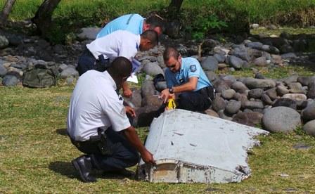 Tiếp tục phát hiện vật thể gần đảo Reunion nghi của máy bay MH370 - Ảnh 2