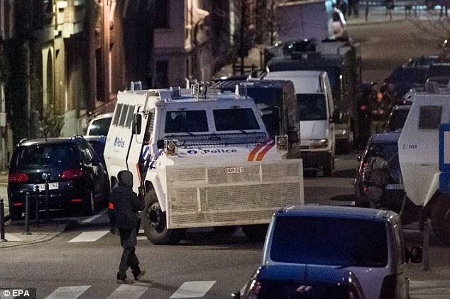 Phát hiện bom, cờ IS và hóa chất tại nơi chủ mưu khủng bố Paris ẩn náu - Ảnh 1