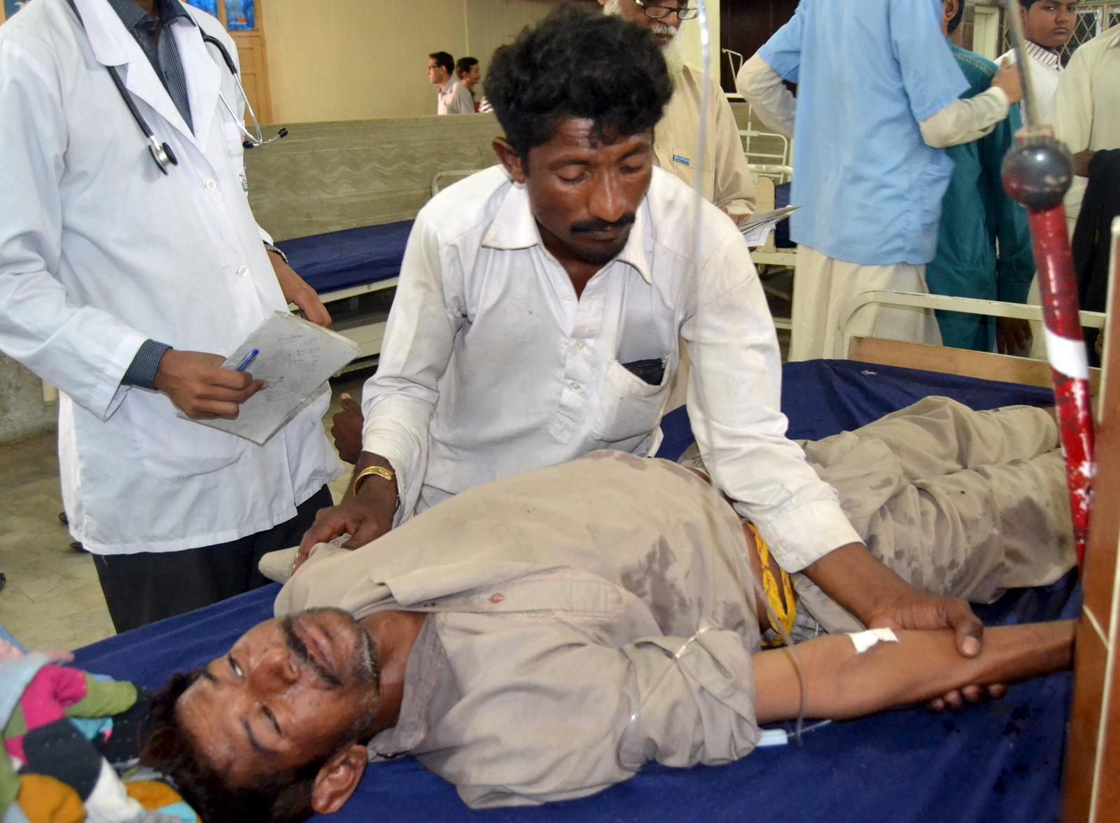 40 người chết ở Pakistan do uống phải rượu độc - Ảnh 1