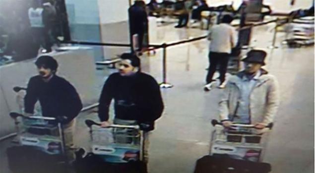 Cảnh sát Bỉ công bố video 3 nghi phạm vụ khủng bố Brussels - Ảnh 1