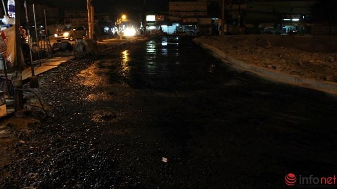 TP.HCM: Đơn vị thi công tắc trách, hàng trăm người bị nhựa đường phủ đầy người - Ảnh 5