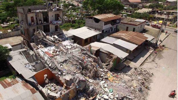 Vụ động đất Ecuador: Số người thiệt mạng lên đến 413  - Ảnh 1
