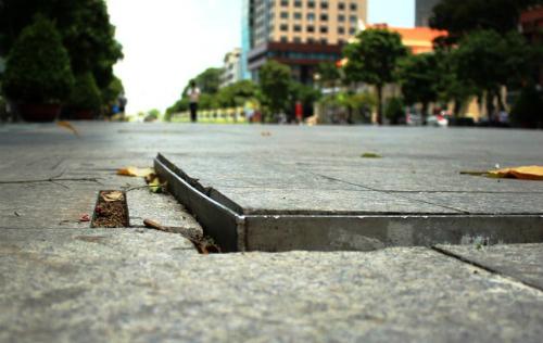 Phố đi bộ Nguyễn Huệ tạm dừng hoạt động để sửa chữa - Ảnh 2