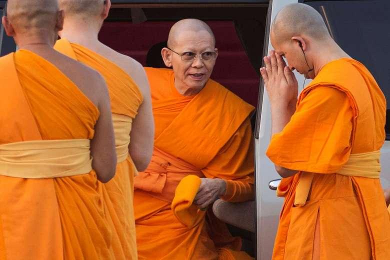 Thái Lan huy động 2.200 binh sĩ bắt sư trụ trì bị nghi tham nhũng - Ảnh 1
