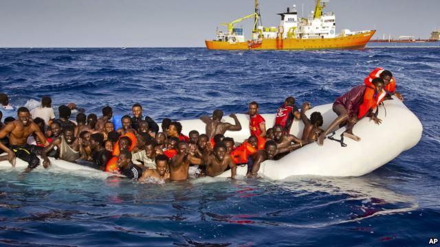 Italy cứu 1.800 người di cư ở biển Địa Trung Hải - Ảnh 2
