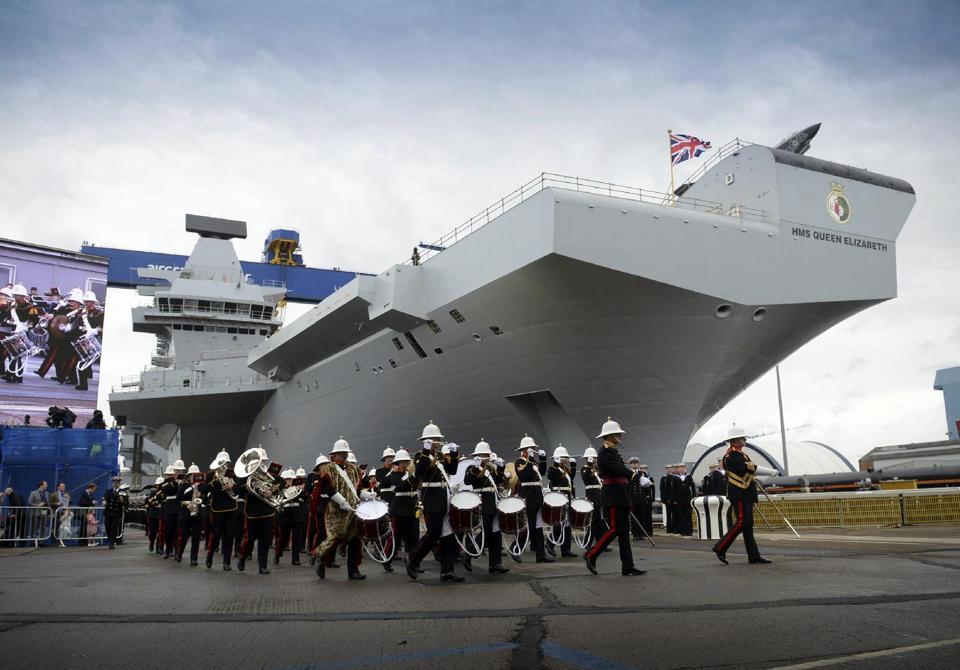 """Bất ngờ với """"sự trỗi dậy"""" của Hải quân Anh mang tên Nữ hoàng Elizabeth - Ảnh 1"""