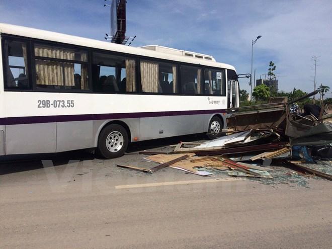 Tai nạn liên hoàn trên đường Hà Nội, 3 người bị thương nặng - Ảnh 3