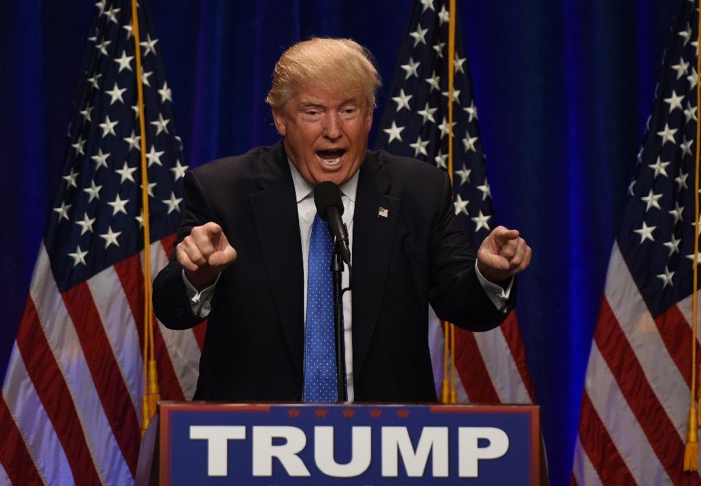 Tỷ phú Trump đề xuất cấm người từ nước có lịch sử khủng bố nhập cư vào Mỹ - Ảnh 1