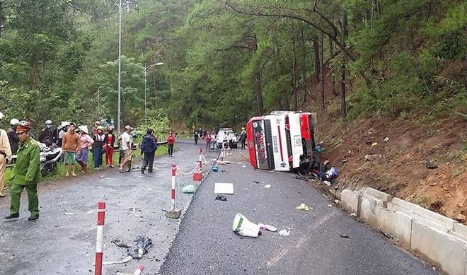 Hiện trường tai nạn trên đèo Prenn khiến 8 người tử vong - Ảnh 1