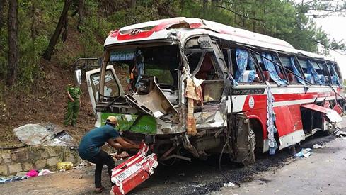 Hiện trường tai nạn trên đèo Prenn khiến 8 người tử vong - Ảnh 6