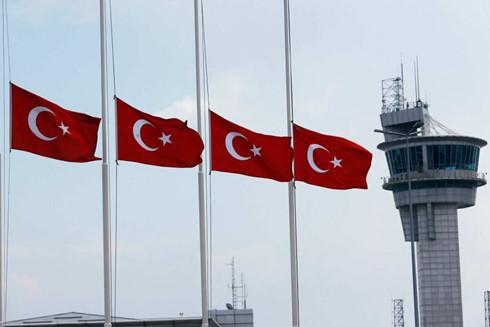 Thổ Nhĩ Kỳ tuyên bố quốc tang sau vụ đánh bom sân bay - Ảnh 1