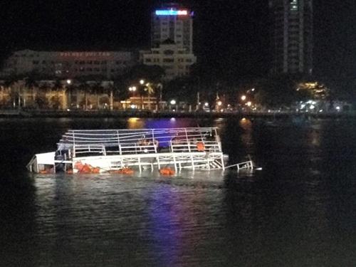 Vụ lật tàu trên sông Hàn: Tàu mới đổi chủ được 10 ngày - Ảnh 1