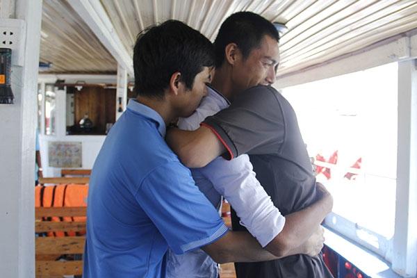 Thấm đẫm tình người trong vụ lật tàu kinh hoàng ở sông Hàn - Ảnh 1