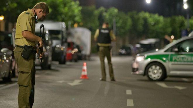 Nổ lớn tại quán bar ở Đức: Nghi tiếp tục khủng bố, 13 người thương vong - Ảnh 6