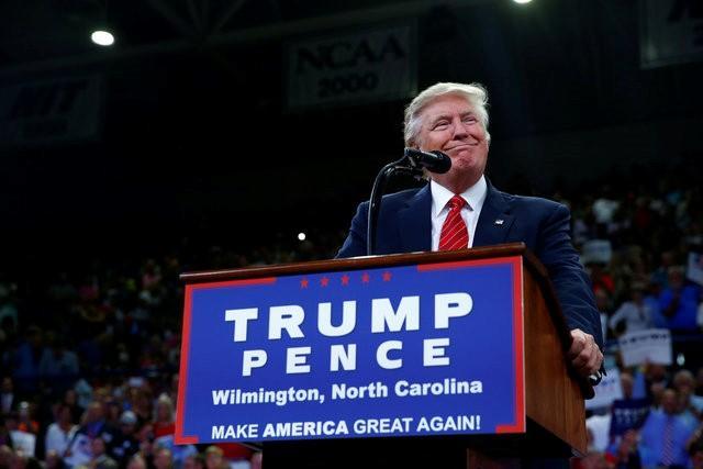 """Trump kêu gọi cử tri ủng hộ dùng súng """"cản bước"""" bà Clinton - Ảnh 1"""