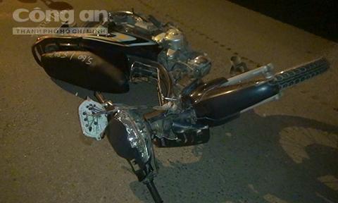 Xe máy tông dải phân cách trong đêm, 2 thanh niên tử vong - Ảnh 2