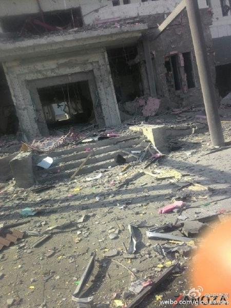 Tấn công bằng bom xe lao vào đại sứ quán Trung Quốc ở Kyrgyzstan - Ảnh 2