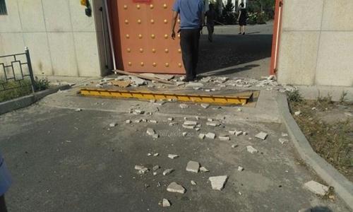 Tấn công bằng bom xe lao vào đại sứ quán Trung Quốc ở Kyrgyzstan - Ảnh 1