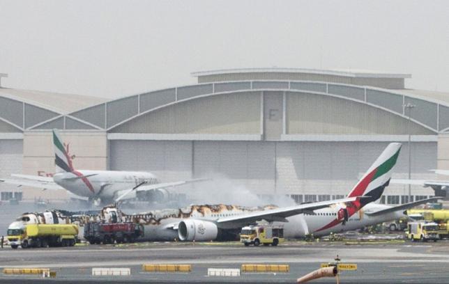 Máy bay chở 300 người bốc cháy khi hạ cánh khẩn cấp trên đường băng - Ảnh 1