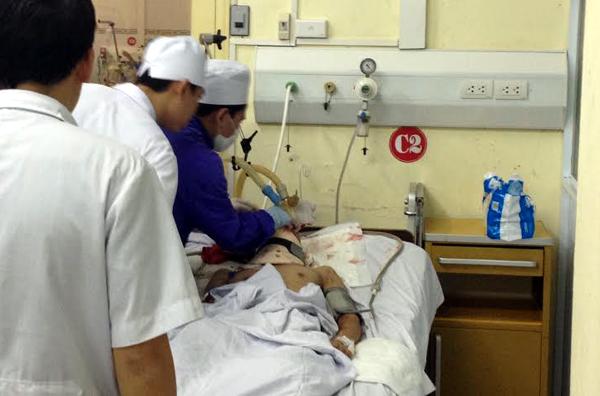 Vụ nổ ở Hà Đông: 6 bệnh nhân qua cơn nguy kịch, 2 người vẫn hôn mê - Ảnh 1
