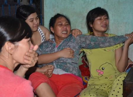 Miền quê nghèo hắt hiu trong đám tang 9 học sinh đuối nước - Ảnh 1