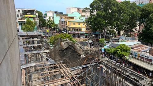 Vụ sập sàn bê tông ở Vũng Tàu: Đưa 2 thi thể nạn nhân ra ngoài - Ảnh 1