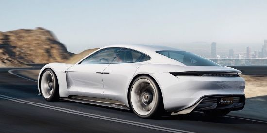 """Porsche chính thức """"đối đầu"""" Tesla Motors - Ảnh 1"""