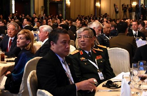 Hoạt động của tướng Nguyễn Chí Vịnh tại Đối thoại Shangri-La lần thứ 15 - Ảnh 1