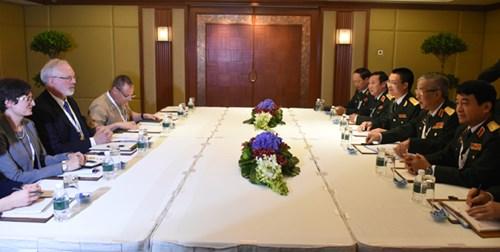 Hoạt động của tướng Nguyễn Chí Vịnh tại Đối thoại Shangri-La lần thứ 15 - Ảnh 3