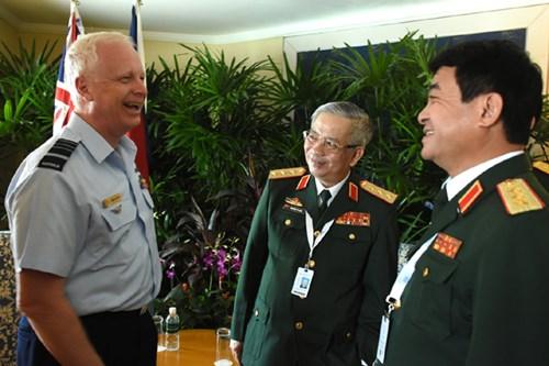 Hoạt động của tướng Nguyễn Chí Vịnh tại Đối thoại Shangri-La lần thứ 15 - Ảnh 5