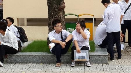Thí sinh cả nước bắt đầu môn thi đầu tiên kỳ thi THPT quốc gia 2016 - Ảnh 5