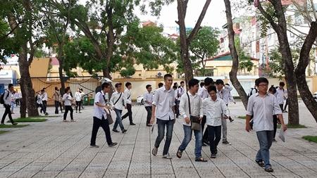 Thí sinh cả nước bắt đầu môn thi đầu tiên kỳ thi THPT quốc gia 2016 - Ảnh 3