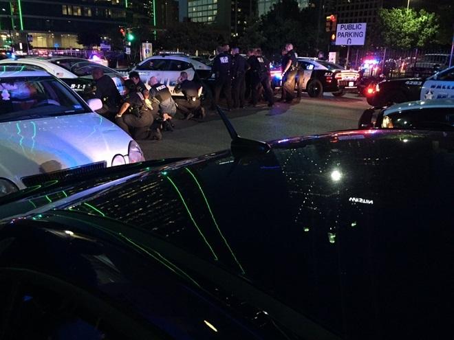 Hiện trường kinh hoàng vụ bắn tỉa khiến 5 cảnh sát Mỹ thiệt mạng - Ảnh 3