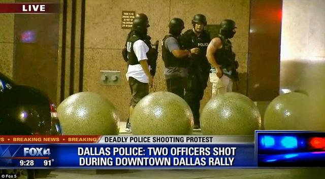 Hiện trường kinh hoàng vụ bắn tỉa khiến 5 cảnh sát Mỹ thiệt mạng - Ảnh 5