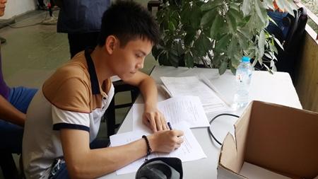 Thí sinh thận trọng trong ngày đầu nộp hồ sơ xét tuyển đại học - Ảnh 2