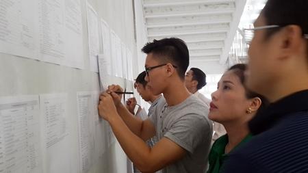 Thí sinh thận trọng trong ngày đầu nộp hồ sơ xét tuyển đại học - Ảnh 5