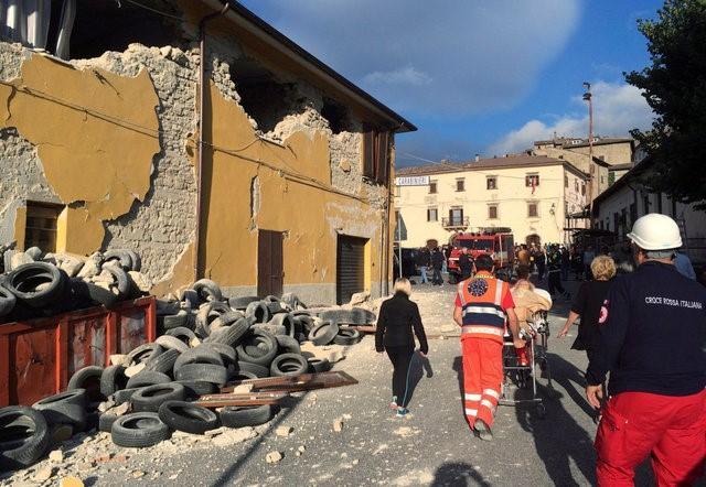 Italy tan hoang sau trận động đất, 21 người thiệt mạng - Ảnh 4