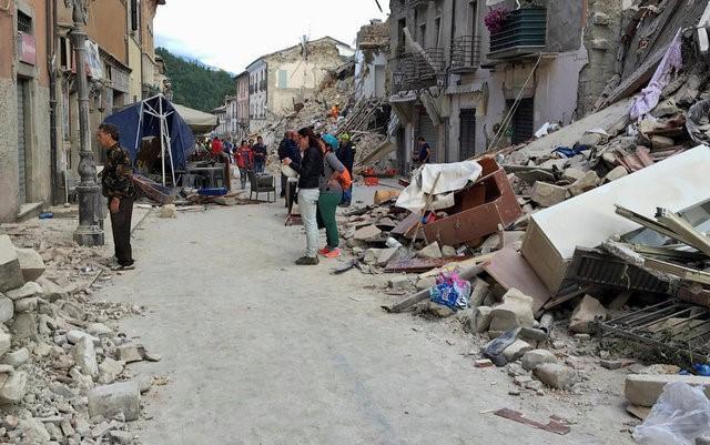Italy tan hoang sau trận động đất, 21 người thiệt mạng - Ảnh 5