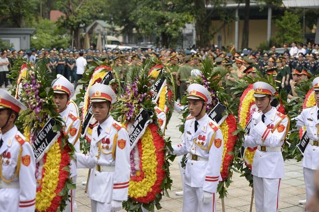 Hà Nội khóc tiễn biệt phi hành đoàn CASA 212 - Ảnh 3