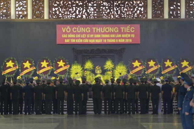 Hà Nội khóc tiễn biệt phi hành đoàn CASA 212 - Ảnh 5